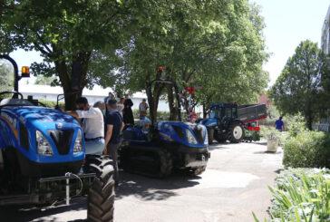 Cerimonia di inaugurazione di nuove macchine e attrezzi agricoli